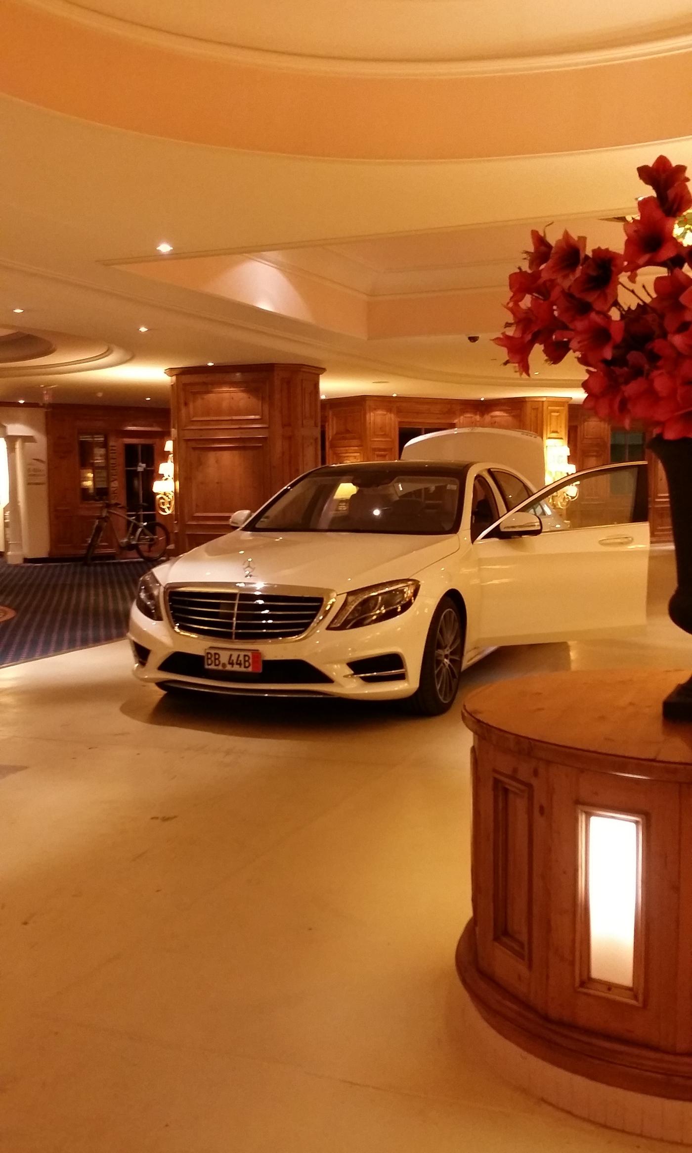 Einmal im leben holt man eine neue s klasse in for Mercedes benz european delivery